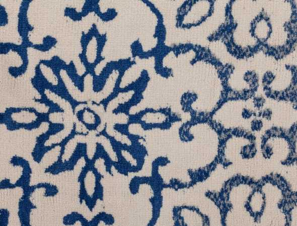 שטיח הקיים במס' גוונים העשוי ממיקרו פייבר, מאוד נעים וקל לתחזוקה