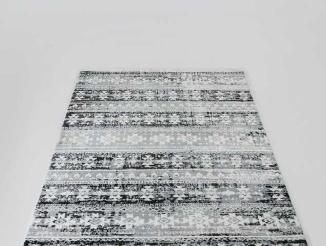 שטיח בגוון אפור ולבן העשוי ממיקרו פייבר, נעים וקל לתחזוקה