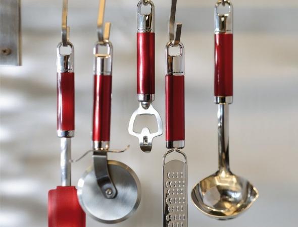 כלי מטבח מנירוסטה מבית המותג Kitchenaid