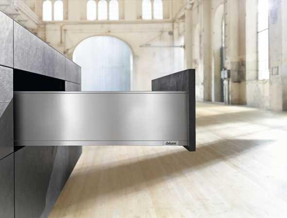 מגירה חדשנית הנמצאת בטופ העולמי מבית Blum, המגירה משלבת טכנולוגיה ואיכות במגוון עיצובים.