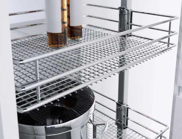 סלי רשת לארון מזווה בציפוי כרום ניקל איכותי להגנה אופטימלית, עשויים רשת צפופה לשמירה על יציבות מצרכי המזון.