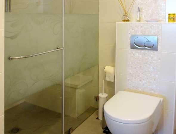 מקלחון זכוכית מודפס