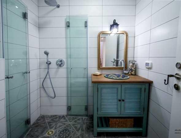 מקלחון הרמוניקה מזכוכית