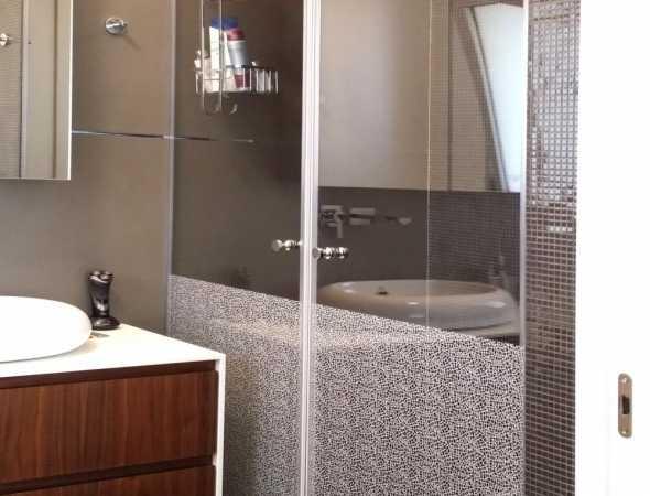 מקלחון חזית בעל זוג דלתות עם הדפסת מרקם