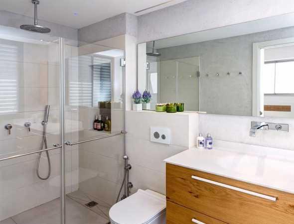 מקלחון חזית עם שני דלתות פתיחה