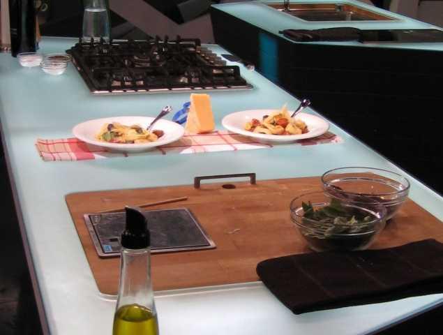 משטח זכוכית למטבח מזכוכית אקטיב טאץ'
