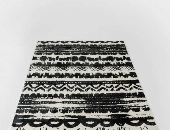 שטיח בגוונים אפור, בז' ואדום העשוי ממיקרו פייבר שטיח נעים למגע וקל לתחזוקה