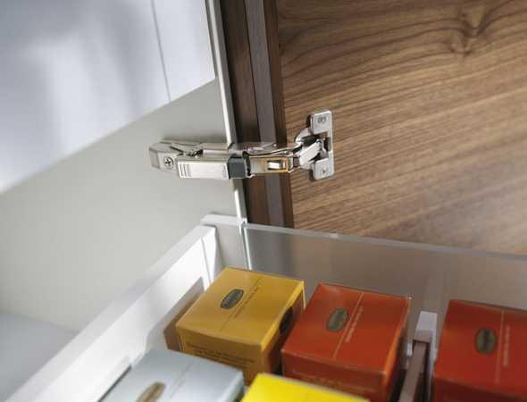 ציר 155 מונע הרחקה של המגירות מדופן הארון וכך למעשה מנצל את שטח האחסון המקסימלי של פנים הארון.
