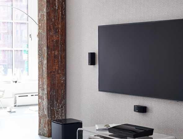 מערכת קולנוע ביתית מתקדמת בעלת עיצוב ייחודי ויוקרתי בעלת איכות סאונד גבוהה עם סאב וופר אלחוטי ושלט אוניברסלי