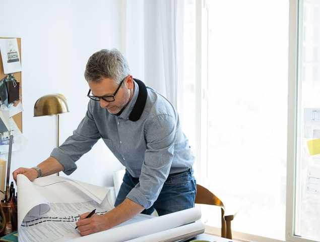 """רמקול לביש שלא מנתק אתכם מהסביבה אבל גם לא מפריע לה, עשוי מחומר גמיש ש""""יודע"""" ללבוש צורה להתאמה מושלמת. ניתן להסיר את הכיסוי לצורך ניקוי, הסוללה נטענת במשך 3 שעות ומספיקה ל 12 שעות פעולה."""