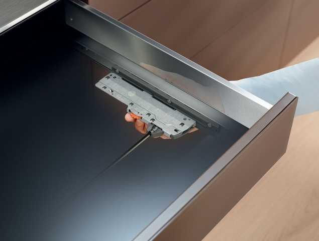 מנגנון מכני לפתיחה בנגיעה וסגירה שקטה, ניתן להזמין במגוון חומרים ומידות.