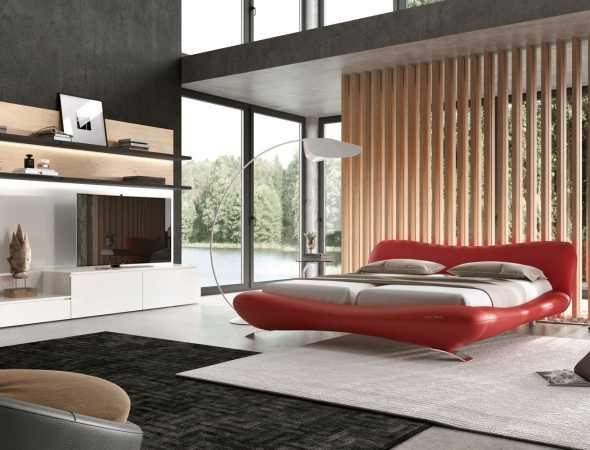 מיטה בצבע אדום עשויה מעור משולב עם רגלי מתכת