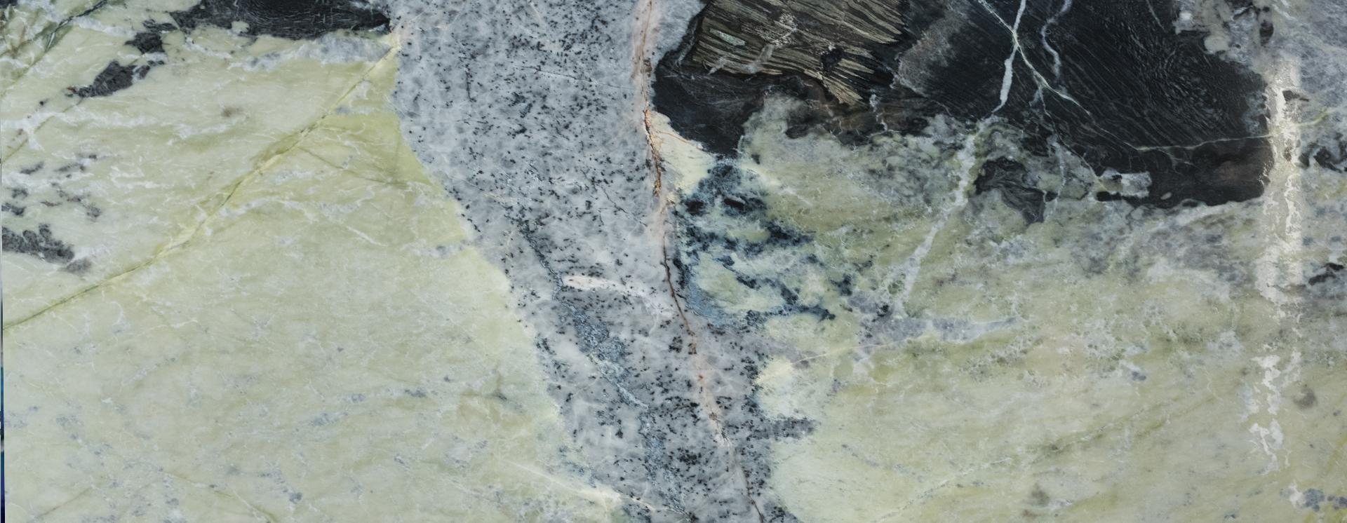 בחירה באבנים טבעיות פותחת בפניכם עולם שלם של אפשרויות האם אתם רוצים ריצוף שישתלב בקו העיצובי הקיים או שישבור אותו? הכנו עבורכם את המדריך המלא לסוגי הריצופים המובילים