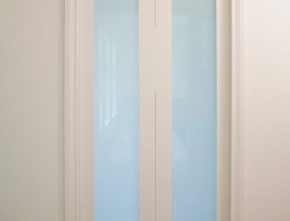 דלת הזזה כפולה, מנגנון סקריניו עם הלבשות, מעוצב ע
