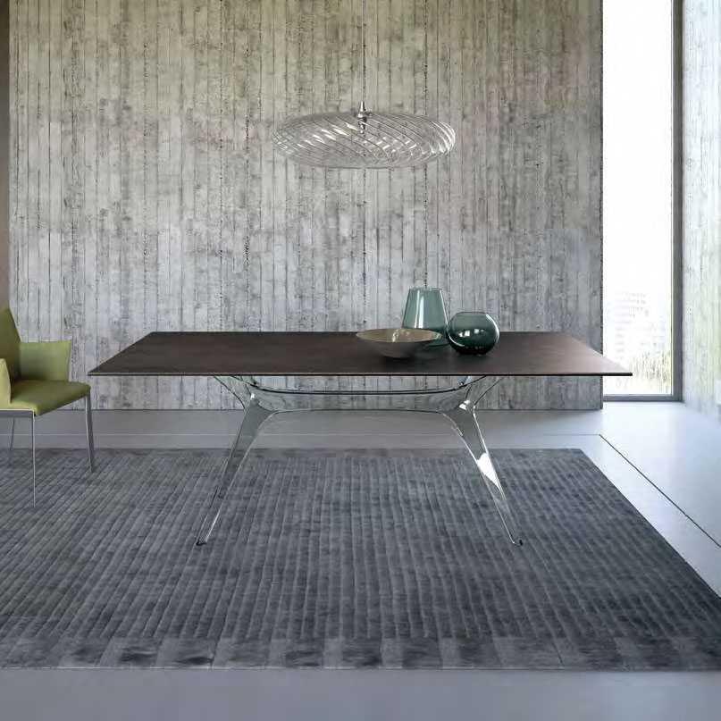 שולחן אוכל בעל משטח עץ ובסיס שקוף- פרנקו פרי, הקומה העליונה