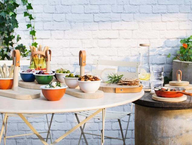 מגוון כלי הגשה וכלי מטבח