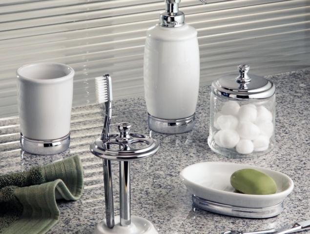 סט כלי אמבט בצבע לבן וכסף