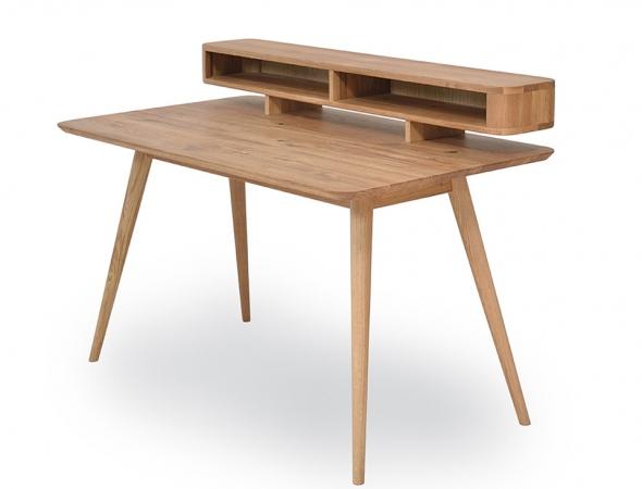 שולחן עבודה בעיצוב רטרו