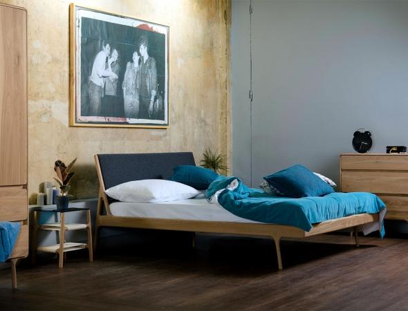 מיטת עץ עם משענת שתי וערב