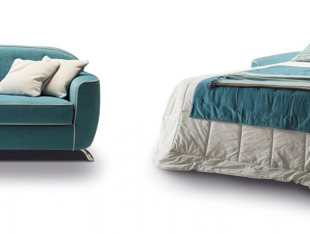 ספה בעיצוב איטלקי שאינו מסגיר את העובדה שהיא נפתחת למיטה המיועדת לשינה יומיומית.