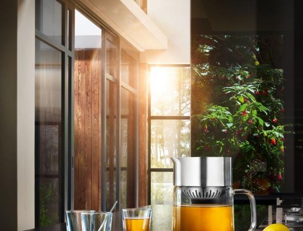סט לתה המכיל קנקן לחליטת תה וכוסות