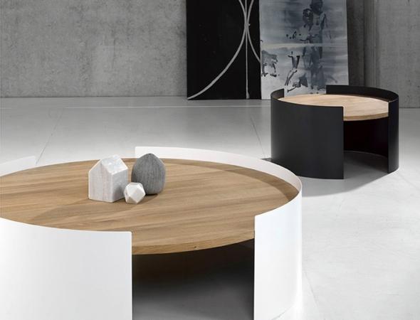 שולחן עגול מעץ עם מסגרת ממתכת