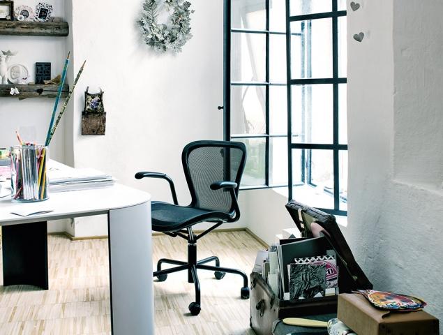 כסא משרדי עם משענת רשת