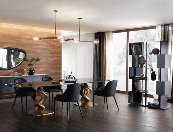 שולחן אוכל בעל בסיס עץ מפוסל