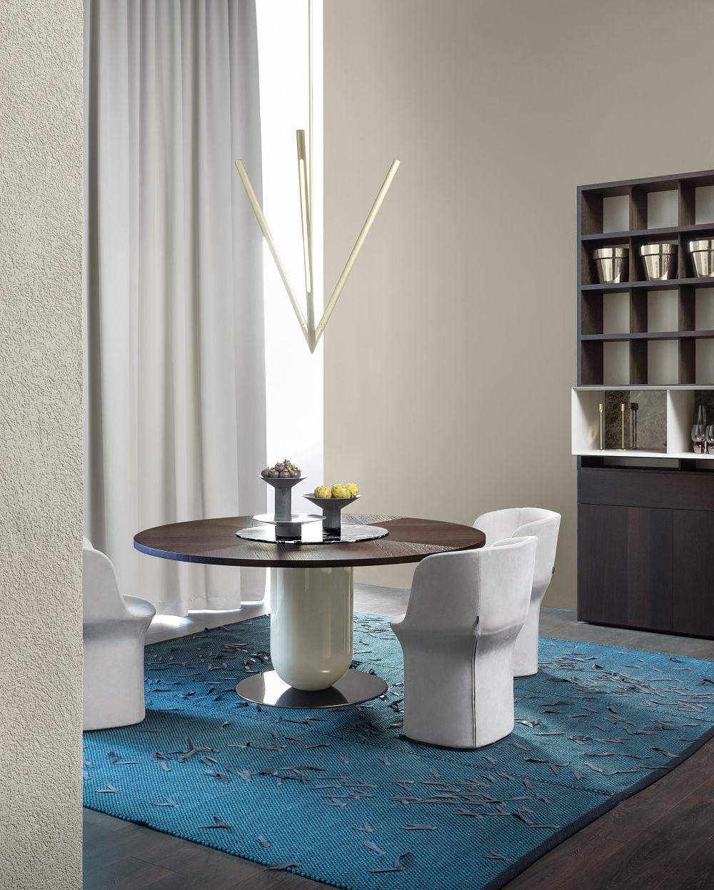 כסאות esse ושולחן ettore