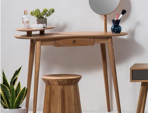שולחן איפור מינימליסטי מעץ