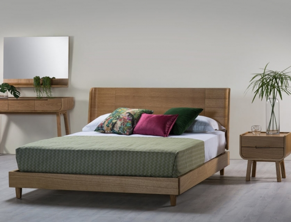 לולה מיטה בעלת משענת עץ מעוגלת